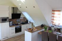 Offene Küche mit hochwertigen Geräten, Spülmaschine und vielen Extras