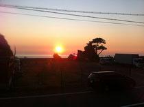 夏の夕日。