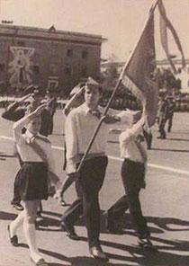 Салаватские пионеры на площади Ленина