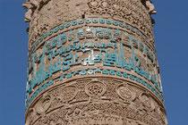 Bandeau glaçuré à calligraphie bleue du minaret de Jâm, Afghanistan, XIIème s ap J.C. (M.Schvoerer, 2003)