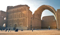 Pour information : vestiges du palais de Shahpur Ier (III s. ap. J.C.) à Ctésiphon (Irak) dont la voûte culmine à 30 m (photo : M. Manske, 2007)