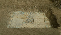 Shahrisabz : sablage du pavement Est de l'Ak Saray afin de le protéger des écarts thermiques extrêmes (C.Ollagnier, 2008)