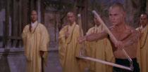 パケにも使われている兄弟子との戦闘シーン。三節棍で見事、兄弟子を超えるのであった。
