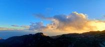 Sonnenuntergang zwischen den Bergen La Gomera