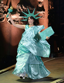 第4回じゃんけん大会にて自由の女神の仮装をしたひらりー