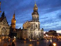 Dresden - Hofkirche und Semperoper im Abendlicht