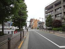 世田谷区と大学の間の道路