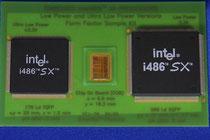 左:i486SXSF 中央シリコンと右:i486SX