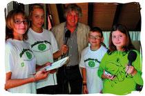 Rolf Zuckowski erzählte den Schülerfloh-Reportern über sein Leben, die Musik und wie gerne er den Fluss in Hamburg mag.