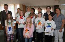 Schülerfloh-Reporter der Grundschulen aus Varel gaben kürzlich eine Pressekonferenz im Vareler Rathaus.