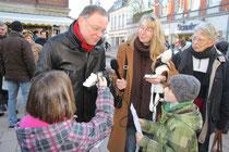 Die Schülerflöhe trafen den heutigen Ministerpräsidenten Niedersachsens Stephan Weil bei seiner Wahlkampftour.