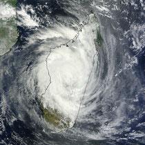 Giovanna am Dienstag, 10h15 Ortszeit © NASA Goddard MODIS Rapid Response Team