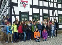 """Vor dem """"Huthaus"""" in Schneeberg"""