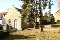 Blick auf die Halle auf dem Friedhof