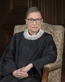 Supreme Court of the United States, Photographer: Steve Petteway [1], Ruth Bader Ginsburg 2016 portrait, als gemeinfrei gekennzeichnet, Details auf Wikimedia Commons
