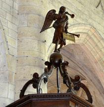 Bray-sur-Somme: la chaire de l'église Saint-Nicolas