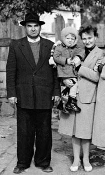 С дочерью и внуком