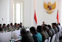 Verhandlungen in Indonesien