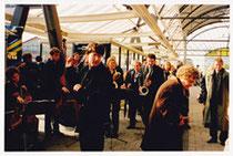 Gare de Zwolle l'orchestre accueille Willem Van Genk venu inaugurer son exposition au Musée de Stadshof