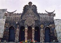 Une porte de l'Etrange Musée de Robert Tatin