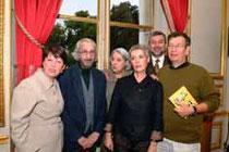 Cérès Franco entourée des divers responsables des expositions et Christoforou