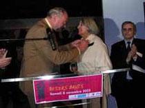 Remise à Cérès Franco de la Médaille des Arts et Lettres par Jean-Paul Loridant, sénateur-maire des Ulis