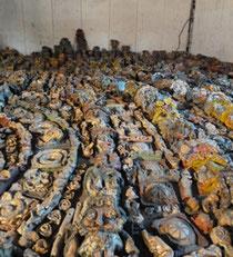 Le stockage de milliers de sculptures (détail)