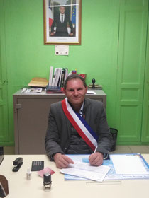 Mr Yves BUTIN Maire de la Commune