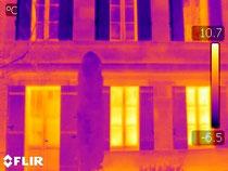Thermographie infrarouge sur façade de maisons © Christian Coulais