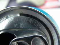 現在、この容器保証金制度を施行している州で、ミシガン州では10㌣、その他の州では5㌣の保証金を支払わなければいけません。缶や瓶、ペットボトルには写真のように5㌣、10㌣と記載されています。