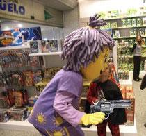 Sunny atraca un supermercado en pleno frenesí psicotrópico