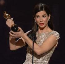 Sandra, emocionada, dedicando el premio a su madre.