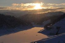 ダムと夕日