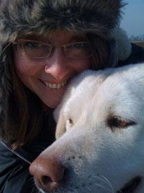 Ich mit Imkerhund Aimi