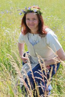 Draußen in der Natur fühlt sich die Kräutermarie (Ursula Maria Buddeus) am wohlsten. Foto: Konder
