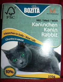 """Коробка консервов """"Кусочки в соусе. С кроликом"""" бренда BOZITA."""
