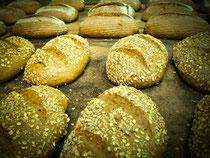 Bäckerei Weißbach Brot Auswahl - Foto: © Devant Design