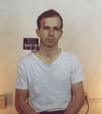 Lee Harvey Oswald le lendemain de son arrestation.