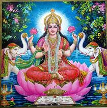 Déesse hindoue Lakshmi assise en lotus entourée d'éléphants