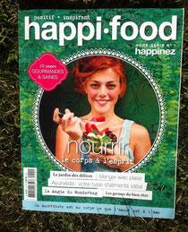 couverture magazine jolie femme qui mange nourriture saine