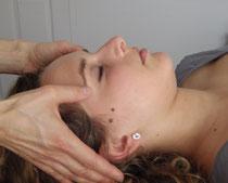 massage de la tête et du cuir chevelu
