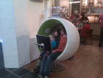 Der Sonic Chair beim Gaudeamus Muziekweek in Utrecht 2011