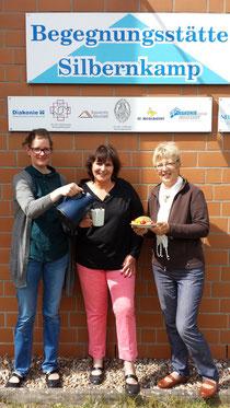 Annette Holaschke, Ekka Lühring und Bärbel Weber mit Frühstück