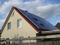 7,6 kWp, Module von Jinko Solar, Wechselrichter von Danfoss, Gestell von Altec