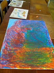 中学生4人で楽しく画用紙を塗りつぶしたよ!