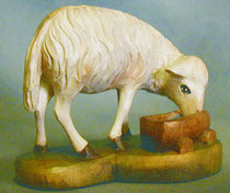 Bild Holzfigur Schaf am Wassertrog Nr. 921 handgeschnitzt