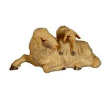 Bild Krippenfigur Schaf mit Lamm auf Rücken aus Ahornholz geschnitzt