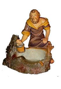 Bild Krippenfigur Thomas Hirt am Brunnen aus Ahornholz geschnitzt