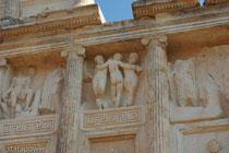 Fantasievolle Reliefs am Sebasteion