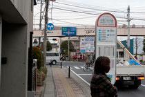 ↑子母口住宅前バス停(綱島、高田からバスをご利用の方)